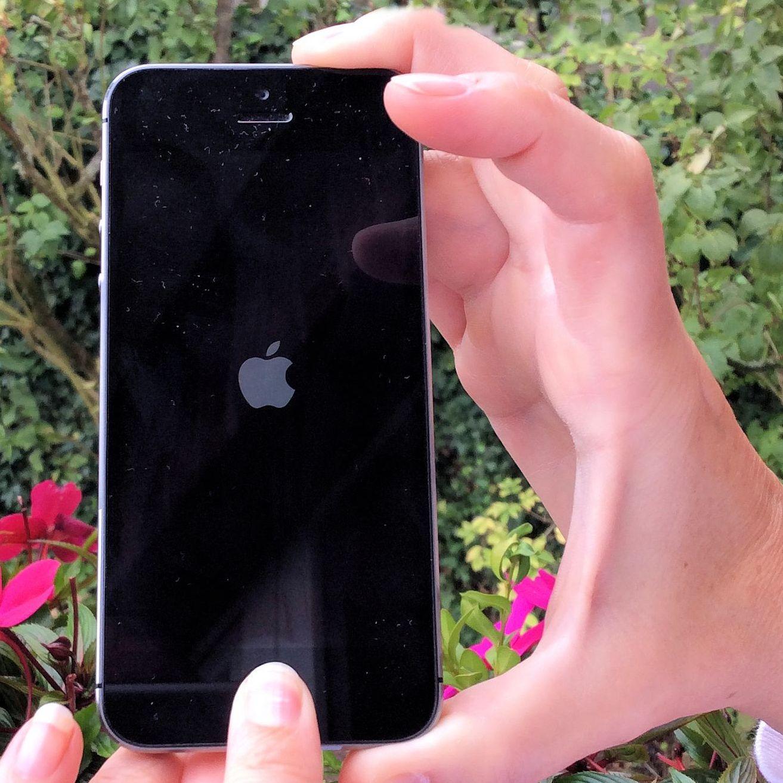 iPhone abgestürzt aufgehängt Hard Reset Bildschirm dunkel Apple Logo Apfel Beitragsbild