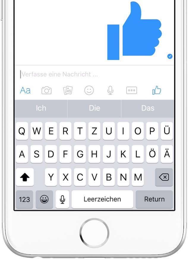 facebook-am-smartphone-daumen-hoch-in-gross-2