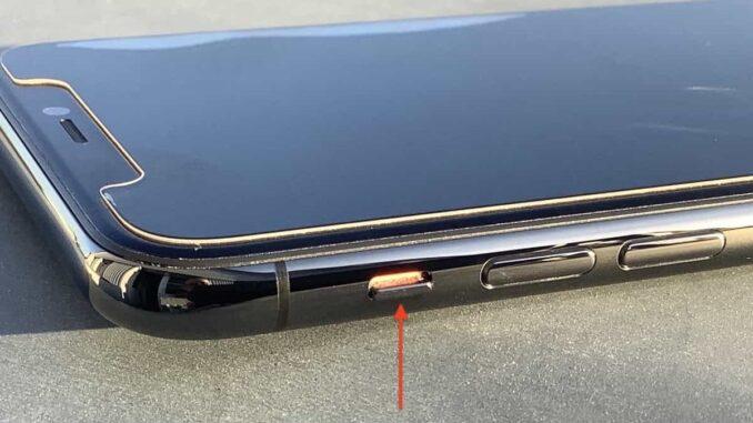 """Haben Sie den """"Stumm""""-Schalter am Gerätegehäuse versehentlich aktiviert? Das passiert zum Beispiel leicht beim Einsetzen des iPhones in eine Schutzhülle. Stellen Sie sicher, dass der """"Stumm""""-Schalter nicht aktiviert ist. Wenn Sie das rote Feld sehen, bedeutet es """"stumm geschaltet"""":"""