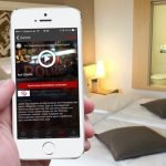 """Mit dem passenden Kabel können Sie Filme sogar vom iPhone oder iPad auf das Hotel-TV streamen und """"in groß"""" anschauen"""