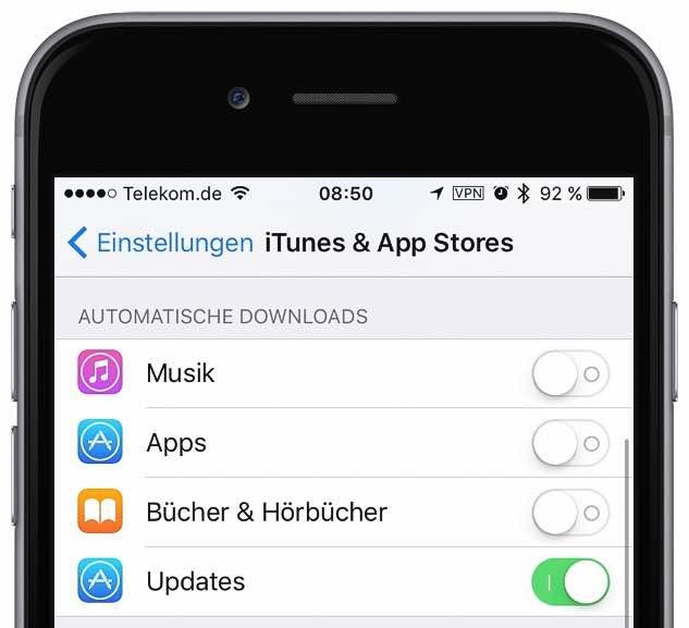 """Starten Sie die App """"Einstellungen"""", und tippen Sie auf """"iTunes & App Stores"""". Aktivieren Sie im Bereich """"Automatische Downloads"""" den Schalter neben """"Updates"""":"""