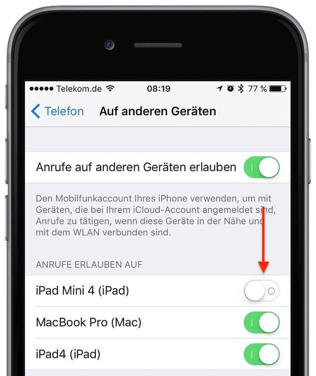 """Starten Sie am iPhone die App """"Einstellungen"""", und tippen Sie auf """"Telefon"""". Tippen Sie in der Kategorie """"Anrufe"""" auf Auf anderen Geräten"""", und aktivieren Sie das iPad, mit dem Sie anrufen möchten:"""
