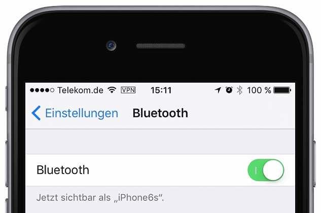 Tippen Sie auf die gewünschte Einstellung, und aktivieren Sie bzw. deaktivieren Sie Bluetooth oder WLAN durch Schieben des Reglers: